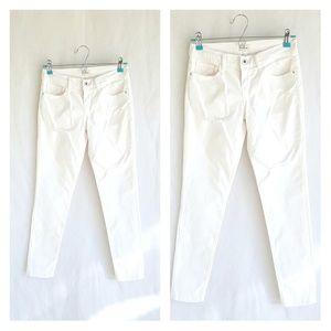 Sneak peek white jeans, size 1, great condition.